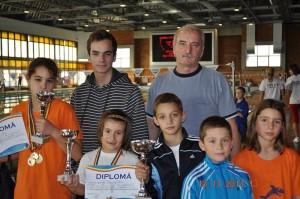 De la stanga la dreapta - Niculae Alexandra,Bratoxin Alexia, Rogoveanu Vlad, Dorneanu Andrei, Boicenco Luana si in spate Sarbu M